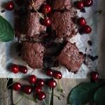 Sočni brownie s višnjama