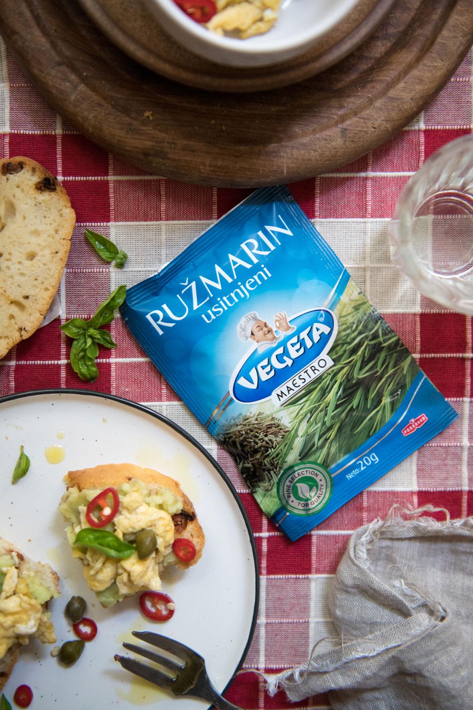Kruh s ružmarinom i sušenim rajčicama